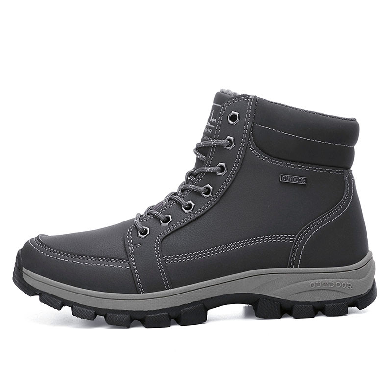 2021 new hiking shoes men in China