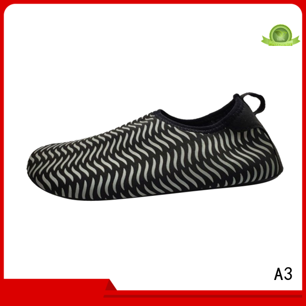 Custom men water shoes manufacturer for mountaineering